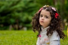 عکاسی-پرتره-از-کودک-در-فضای-باز
