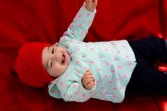 عکس از نوزاد در فضای باز