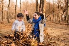 عکاسی از بازی کودک با مادر